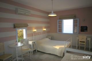 studios-kontos-bedroom-02